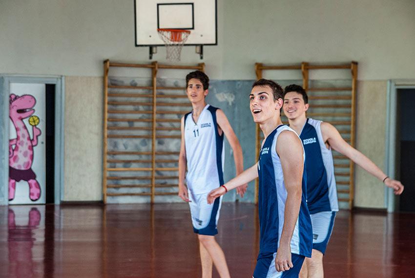 Una partita di basket del liceo